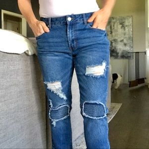 ❄️ Forever21 distressed jeans with knee patches